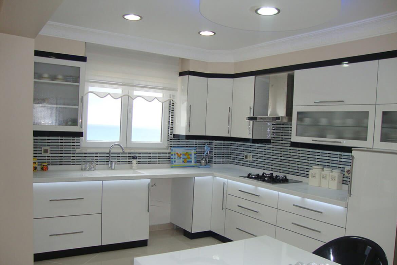 Modern mutfak dolaplari tasarimlari mutfakdolaplarimodelleri - Beyaz Mutfak Dolaplar Se Erken En Zorland M Z Durum Renginin Belirlenmesidir Zellikle Renk Konusunda Karars Z